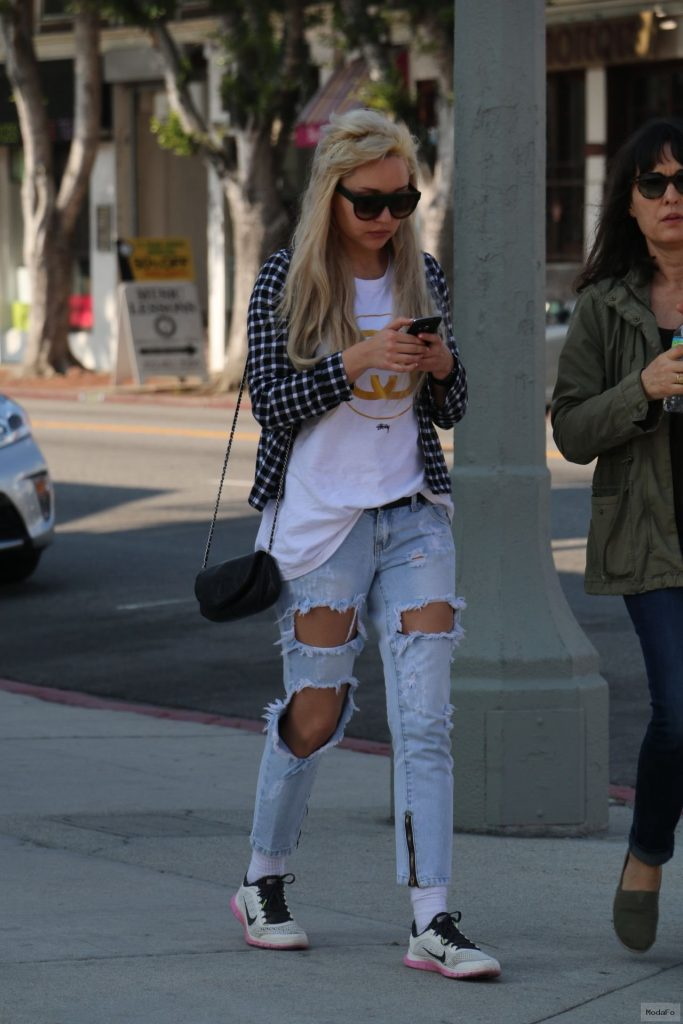 Amanda Bynes in Ripped Jeans – Out in West Hollywood, January 2015