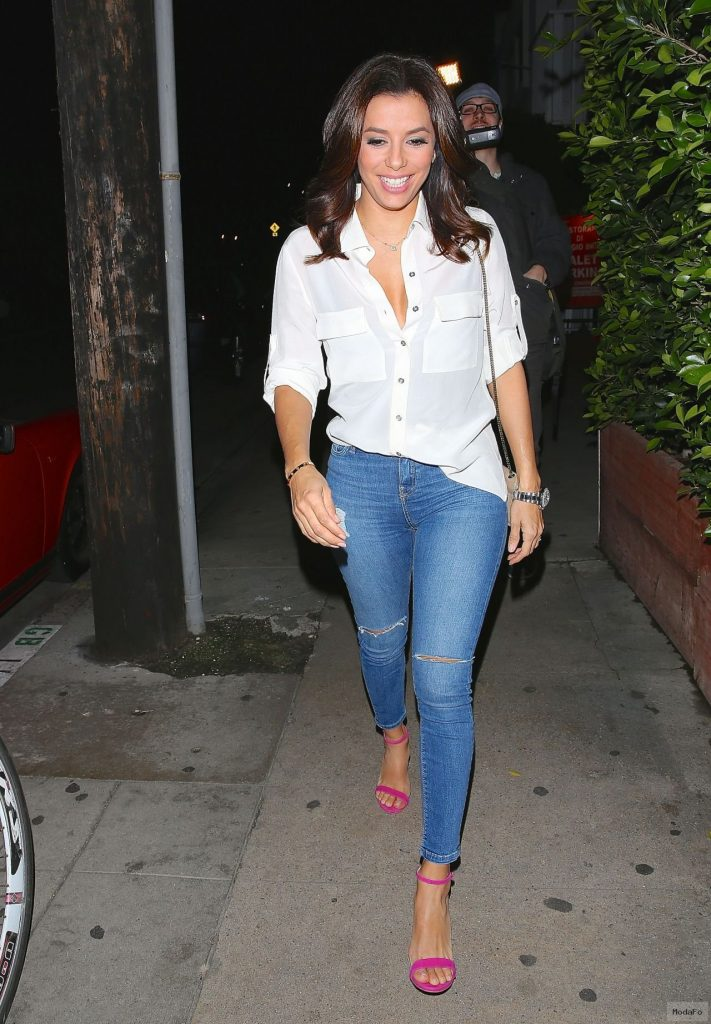 eva-longoria-in-ripped-jeans-out-for-dinner-at-giorgio-baldi-in …