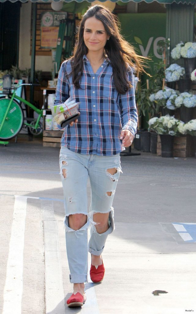 Jordana Brewster in Ripped Jeans – Whole Foods in Brentwood, March …