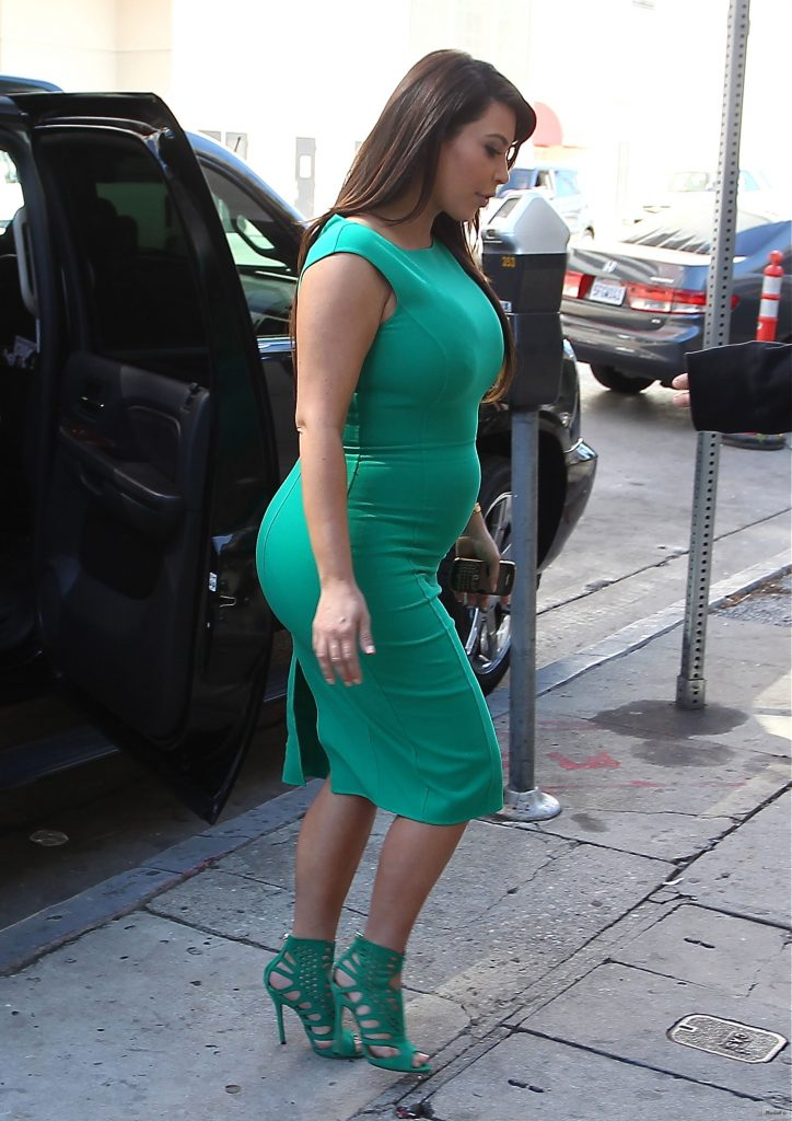 Kim Kardashian: Bump watch, Episode #7 — Kim defends her tight …