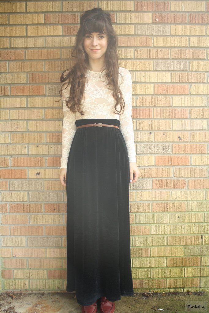 Long velvet skirt – La modestie ne justifie pas le fashion faux pas