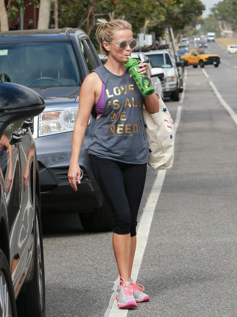 reese-witherspoon-and-naomi-watts-leaves-a-yoga-class-in-los-angeles-07-12-2016_14