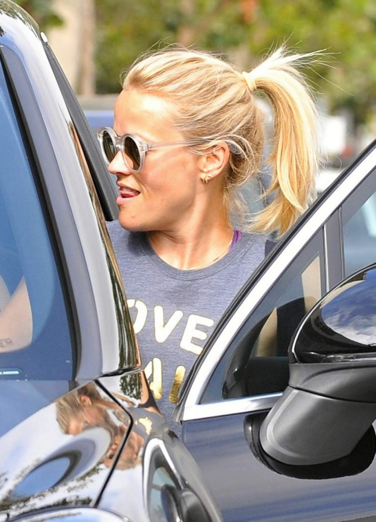 reese-witherspoon-and-naomi-watts-leaves-a-yoga-class-in-los-angeles-07-12-2016_27