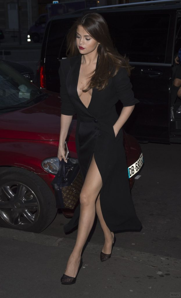 selena-gomez-night-out-style- …