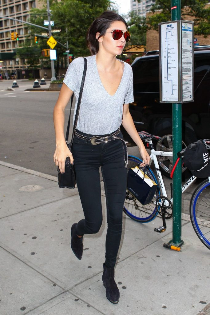 Why Kendall Jenner's Street Style Is The Best? | Fashion Tag Blog