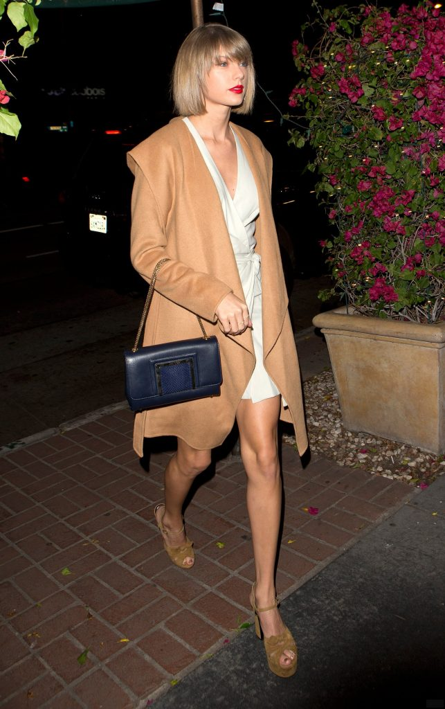 Taylor Swift in the New Look of Neutral Dressing – Vogue